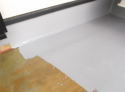 [FRP防水工事] ⑦防水層の上にトップコートを塗っていきます