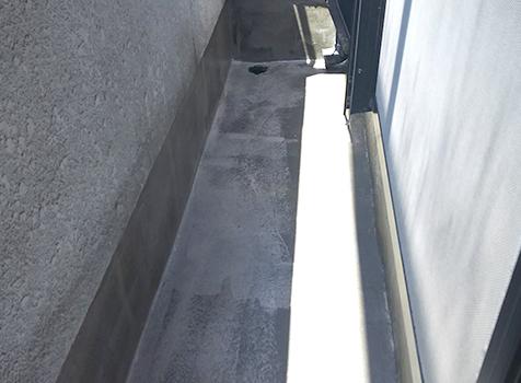 [ウレタン防水工事] ウレタン塗料(防水材)を2度塗りし防水層を作っていきます